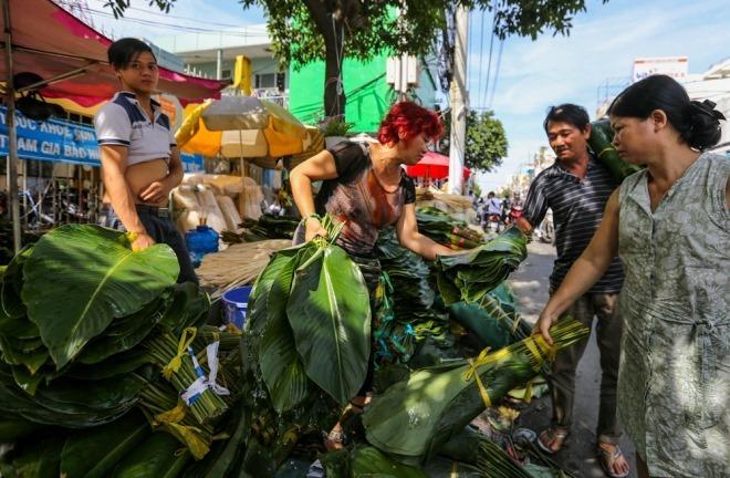 Chợ lá dong hơn nửa thế kỷ ở vỉa hè Sài Gòn